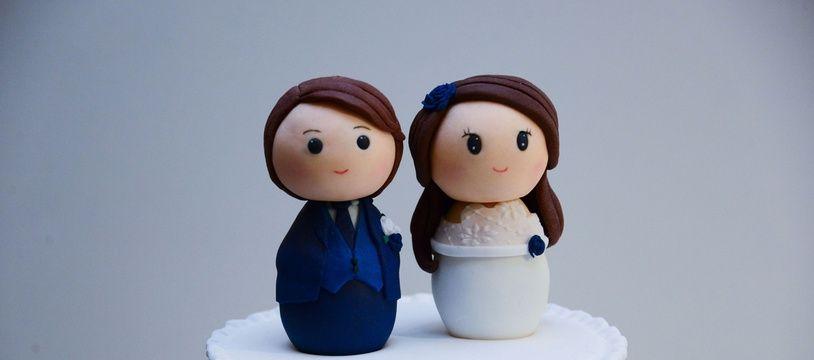 Un gâteau de mariage. (Illustration)