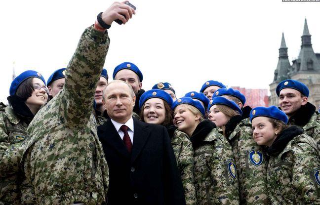648x415 vladimir poutine pose selfie militaires 4 novembre place rouge moscou russie