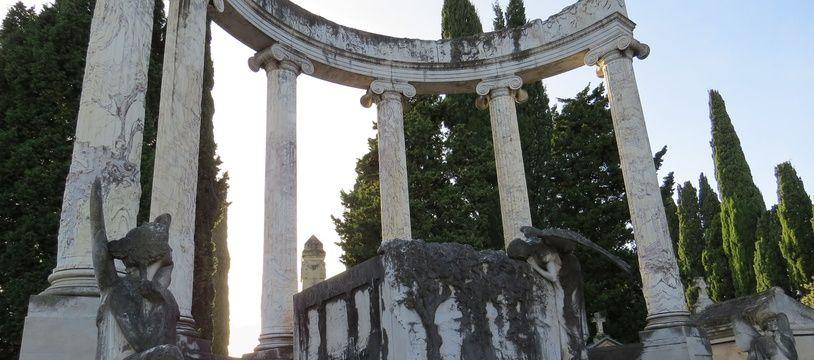 """Tombe du """"Père de la houille blanche"""", ariostide Bergès, au cimetière toulousain de Terre-Cabade."""