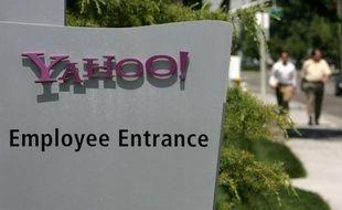 Le portail internet Yahoo! s'apprête à annoncer des licenciements qui pourraient débuter la semaine prochaine et toucher des milliers d'employés, affirme le site spécialité AllThingsD (groupe News Corp.), citant des sources proches du dossier.