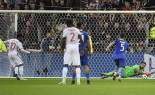 Gigi Buffon a arrêté un penalty de Lacazette et bien d'autres frappes encore lors de Lyon-Juventus (0-1) en Ligue des champions, le 18 octobre 2016.