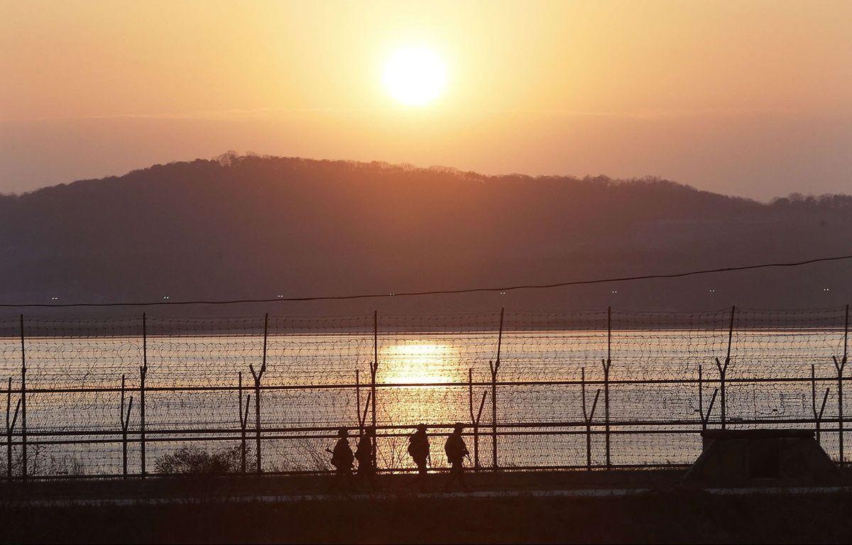 Des soldats sud-coréens patrouillent près de la frontière avec la Corée du Nord, le 8 janvier 2016. – Ahn Young-joon/AP/SIPA