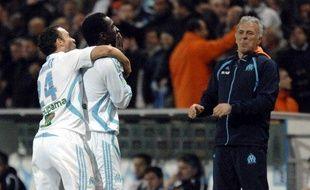 Mamadou Niang (au centre) et Laurent Bonnart (à gauche), fêtant un but devant Eric Gerets (à droite) le 6 avril 2008 au Stade Vélodrome.