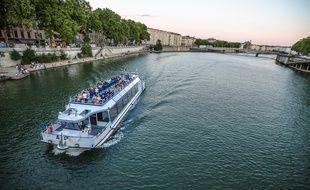 Le Navilys II sur le Rhône.