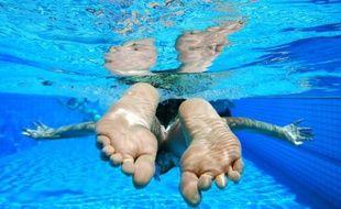 Seul l'enfant de deux ans a pu être sauvé par les secours, alors qu'il se noyait dans une piscine privée (illustration)