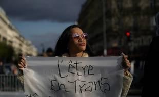 Plusieurs rassemblements ont eu lieu à Paris après l'agression d'une femme transgenre le 31 mars dernier.