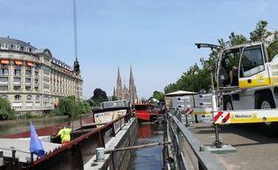 A Strasbourg, le quai des pêcheurs vient d'être doté d'une plateforme dédiée au transbordement des marchandises par bateau.