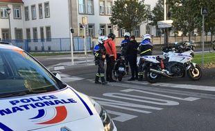 Des policiers lors d'une opération « anti-rodéo » à Strasbourg, en octobre 2019. (Illustration)