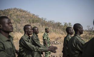 Les soldats en charge de la protection du parc Pendjari, au Bénin, où deux Français ont été enlevés le 1er mai 2019.