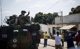"""""""Sauvez nous!"""": l'armée française a fait une entrée triomphale samedi à Bouar, dans l'ouest de la Centrafrique, se déployant également en force à Bangui pour y prévenir de nouveaux massacres."""