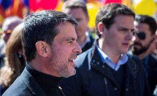 Manuel Valls, ici accompagné du leader national de Ciudadanos, Albert Rivera, lors d'une manifestation à Barcelone.