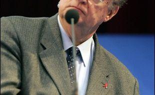 """Une association de harkis a porté plainte samedi contre le président (PS) de la région Languedoc-Roussillon, Georges Frêche, pour des propos """"insultants"""" tenus, selon elle, lors d'une cérémonie à Montpellier en hommage à un ancien porte-parole de la communauté pied-noir."""