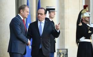 Le président du Conseil européen Donald Tusk reçu par le président François Hollande le 23 novembre 2015 à l'Elysée à Paris