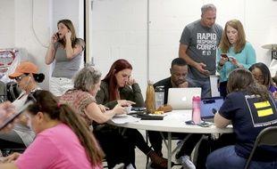 Des volontaires démocrates en Floride guettent les premiers résultats des élections le 8 novembre 2018.