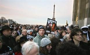 """People demonstrate 13 January in Paris during a protest called by the French Journalists rights group 'Reporters sans Frontieres' (Reporters without Borders - RSF) for the liberation of the two journalists, working for the Franco-German TV station Arte, Thomas Dandois and cameraman Pierre Creisson. The two men were arrested 17 December 2007 in Niger and accused of """"intelligence with armed groups,"""" after allegedly ignoring a ban on journalists visiting the restive north of the country to interview leaders of the Movement of Niger People for Justice (MNJ)."""