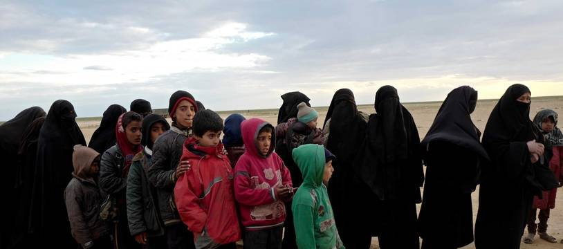Des femmes et des enfants de djihadistes au campement de Tanak, près de Baghouz (Syrie), le 1er mars 2019.