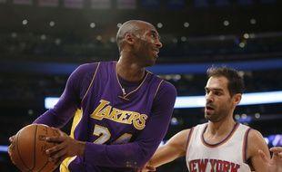 Kobe Bryant face aux Knicks de New York, pour peut-être son dernier match au Madison Square Garden, le 8 novembre 2015.