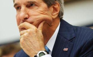 """La Syrie dispose d'environ """"1.000 tonnes"""" de différents agents chimiques stockés dans les zones sous contrôle du régime syrien """"les plus sûres"""", a affirmé mardi le chef de la diplomatie américaine John Kerry."""
