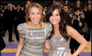 Les actrices et chanteuses Miley Cyrus et Demi Lovato, du temps où elles étaient amies et stars Disney en 2009
