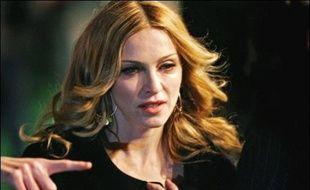 La chanteuse américaine Madonna a acheté une nouvelle propriété pour 6 millions de livres (9 millions d'euros), contigüe à la maison qu'elle possède à Marylebone, un quartier central de Londres, a rapporté lundi l'agence britannique Press Association.