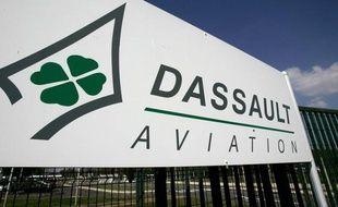 Eric Trappier prend mercredi ses fonctions de PDG de Dassault Aviation, succédant à Charles Edelstenne, 75 ans, qui a fait du constructeur du Rafale un pilier de l'industrie française de la défense.