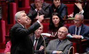 """Le ministre des Transports, Frédéric Cuvillier, a assuré lundi qu'il n'y avait """"pas d'enterrement de l'écotaxe"""", sans pour autant préciser la date à laquelle cette taxe sur les poids-lourds serait appliquée."""