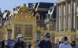 Vue de l'entrée du château de Versailles