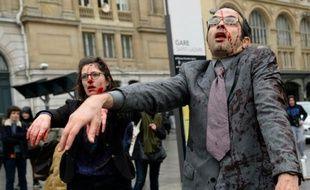 Des enseignants déguisés en Zombie pour attirer l'attention sur la baisse des ressources allouées aux établissements dans les zones d'éducation prioritaires, Gare Saint-Lazare à Paris, le 18 février 2016