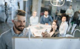 Des projets inspirants, le travail en équipe, un meilleur équilibre vie pro-perso séduisent les jeunes en entreprise.