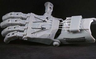 Le modèle de prothèse de main imprimée en 3D «Raptor Hand», proposé par E-Nable.