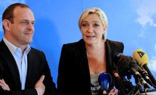 La présidente du Front national Marine Le Pen et le secrétaire général du parti Steeve Briois le 11 juin 2012 à Hénin-Beaumont (Pas-de-Calais).