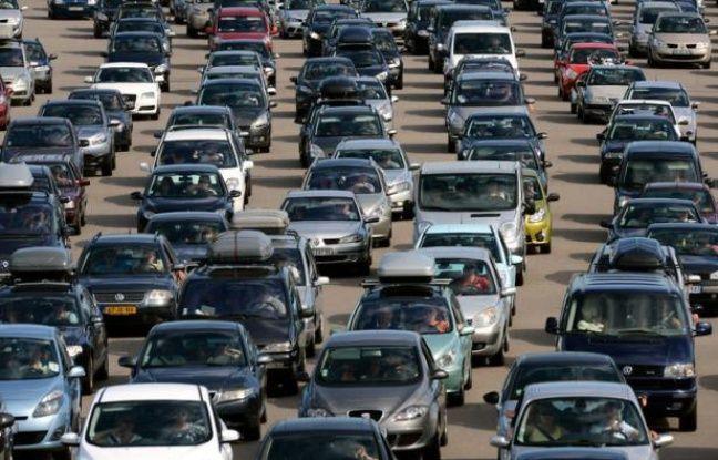 Avec la hausse des prix du carburant, ajoutée aux frais d'entretien, posséder une voiture peut s'avérer un gouffre financier. Pour rentabiliser leur véhicule, certains n'hésitent pas à le louer, récoltant ainsi jusqu'à plusieurs centaines d'euros par mois.