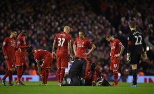 Mamadou Sakho a dû sortir sur blessure lors de la défaite de Liverpool contre Crystal Palace (1-2), le 8 novembre 2015.