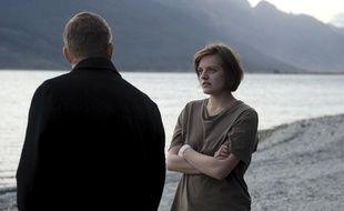 """L'inspectrice Robin Griffin (Elisabeth Moss, à droite) et le chef de la police locale Al Parker (David Wenham) plongent en eaux troubles pour """"Top of the lake"""" de Jane Campion"""