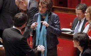 Manuel Valls (de dos) et la ministre de la Santé, Marisol Touraine à l'Assemblée Nationale, le 24 mars 2015