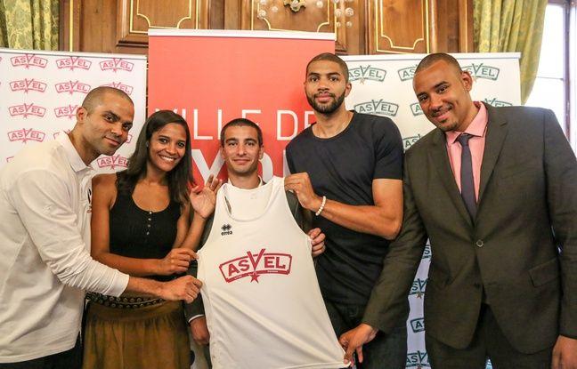 Entourée de Tony Parker, l'ancien adjoint aux Sports à la ville de Lyon Yann Cucherat, Nicolas Batum et Gaëtan Muller, Marie-Sophie Obama s'est lancée dans l'aventure Asvel en 2017.