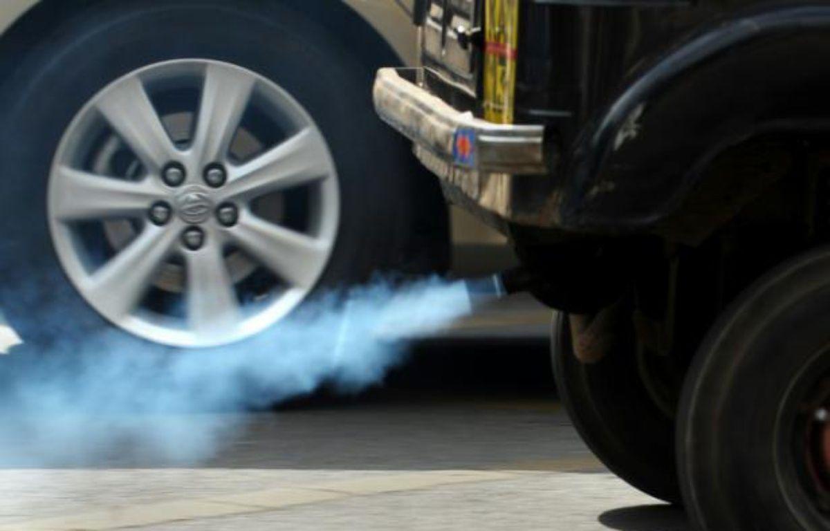 L'Union européenne a relevé mercredi les seuils d'émission de gaz polluant pour les moteurs diesel dans les nouvelles procédures de tests en condition de conduite réelle qui seront mises en place à partir de 2017 – Dibyangshu Sarkar AFP