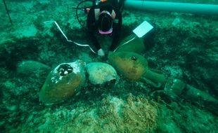 Les amphores ont été retrouvées à une vingtaine de mètres de profondeur.