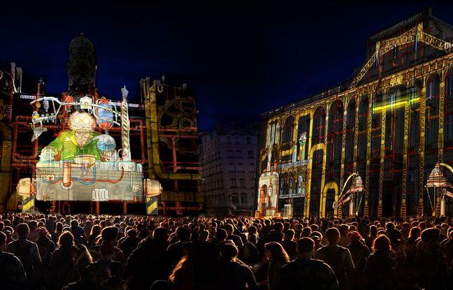 Place des Terreaux lors de la Fête des lumières 2016.