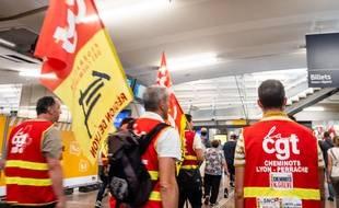 Des grévistes CGT opposés à la réforme de la SNCF, le 8 juin 2018.