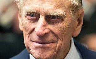 """Le prince Philip, mari de la reine Elizabeth II, a quitté lundi l'hôpital londonien où il a subi le 7 juin une """"opération exploratoire"""" sous anesthésie générale à l'abdomen, selon des images des chaînes de télévision en continu."""