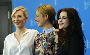 Les actrices Cate Blanchett, Lily James et Helena Bonham Carter posent le 13 février 2015 à Berlin pour le film Cendrillon