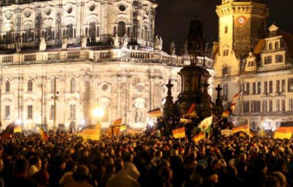 Des manifestants du mouvement anti-islam et anti-réfugiés Pegida à Dresde en Allemagne le 22 décembre 2014 – Kay Nietfeld DPA