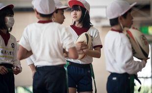 Des enfants japonais, en école élémentaire (illustration)