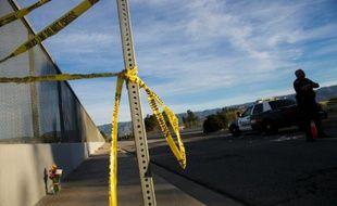 La police a mis en place le 3 décembre 2015 un périmètre de sécurité sur les lieux à San Bernardino, en Californie, d'une tuerie qui a fait la veille 14 morts