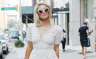 La femme d'affaires Paris Hilton