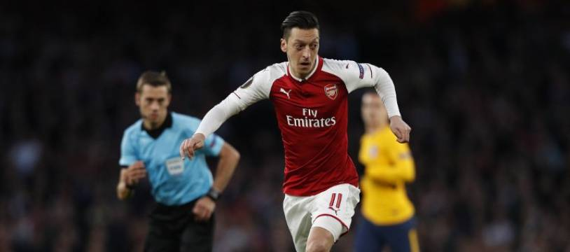 Mesut Ozil porte les couleurs d'Arsenal