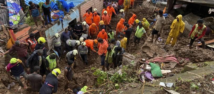 Un glissement de terrain meurtrier a eu lieu à Bombay en Inde le 18 juillet 2021.