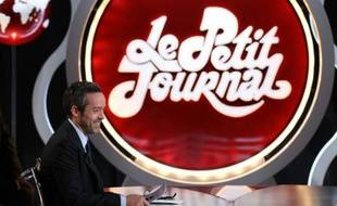 """Le présentateur du """"Petit Journal"""" Yann Barthès, l'un des derniers représentants du mordant de l'""""esprit canal"""", a annoncé cette semaine qu'il partait chez TF1. Ici lors de son émission le 15 mars 2012"""