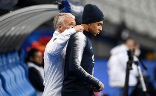 Didier Deschamps et Kylian Mbappé, le 24 mars 2019 avant un match de l'équipe de France.